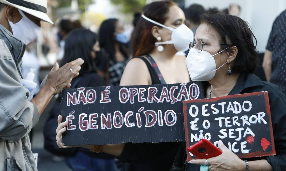 Manifestações contra a ação da polícia no Complexo do Lins Foto: Luiza Moraes / Agência O Globo