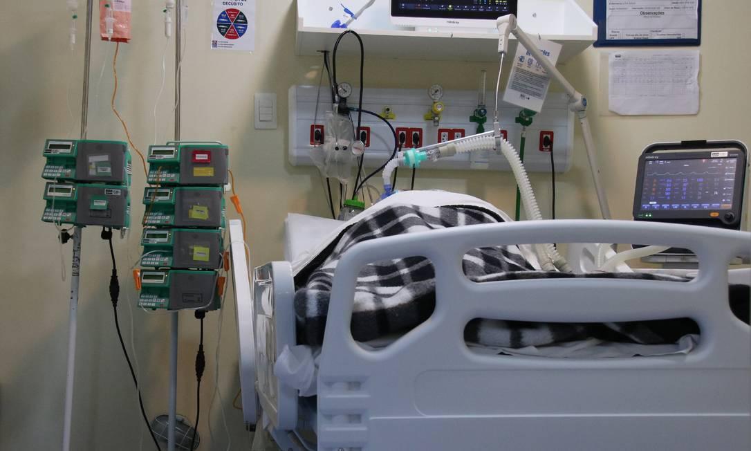Paciente internado com Covid-19 no Hospital Municipal Ronaldo Gazolla, em Acari, Zona Norte do Rio. Foto: Lucas Neves/Agencia Enquadrar / Agência O Globo