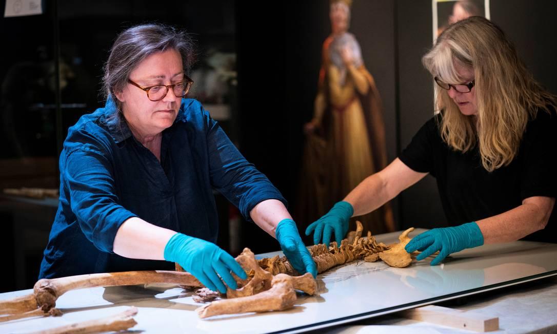 Mapeamento de DNA revelou parentesco de segundo grau entre os dois esqueletos da era Viking, entre os séculos VIII e XII Foto: RITZAU SCANPIX / via REUTERS