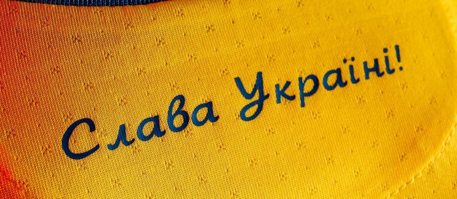 Ucrânia terá que retirar slogan de guerra da camisa Foto: FACEBOOK@ ANDRII PAVELKO / via REUTERS