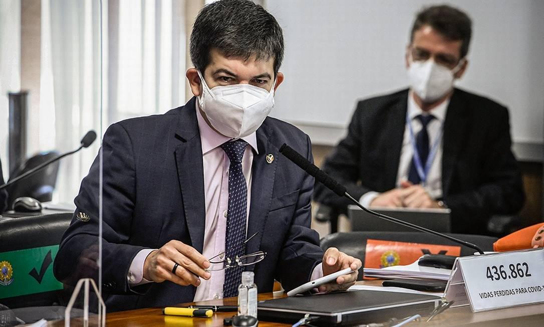 Senador Randolfe Rodrigues quer convocar executivos e quebrar o sigilo de empresas ajudadas por Bolsonaro Foto: Edilson Rodrigues/Agência Senado