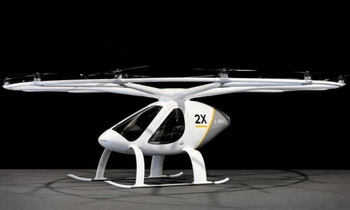 O 2X pode transportar dois passageiros. Tem um tempo de vôo de 30 minutos e um alcance de 17 milhas entre os centros de carga. Foto: Reprodução