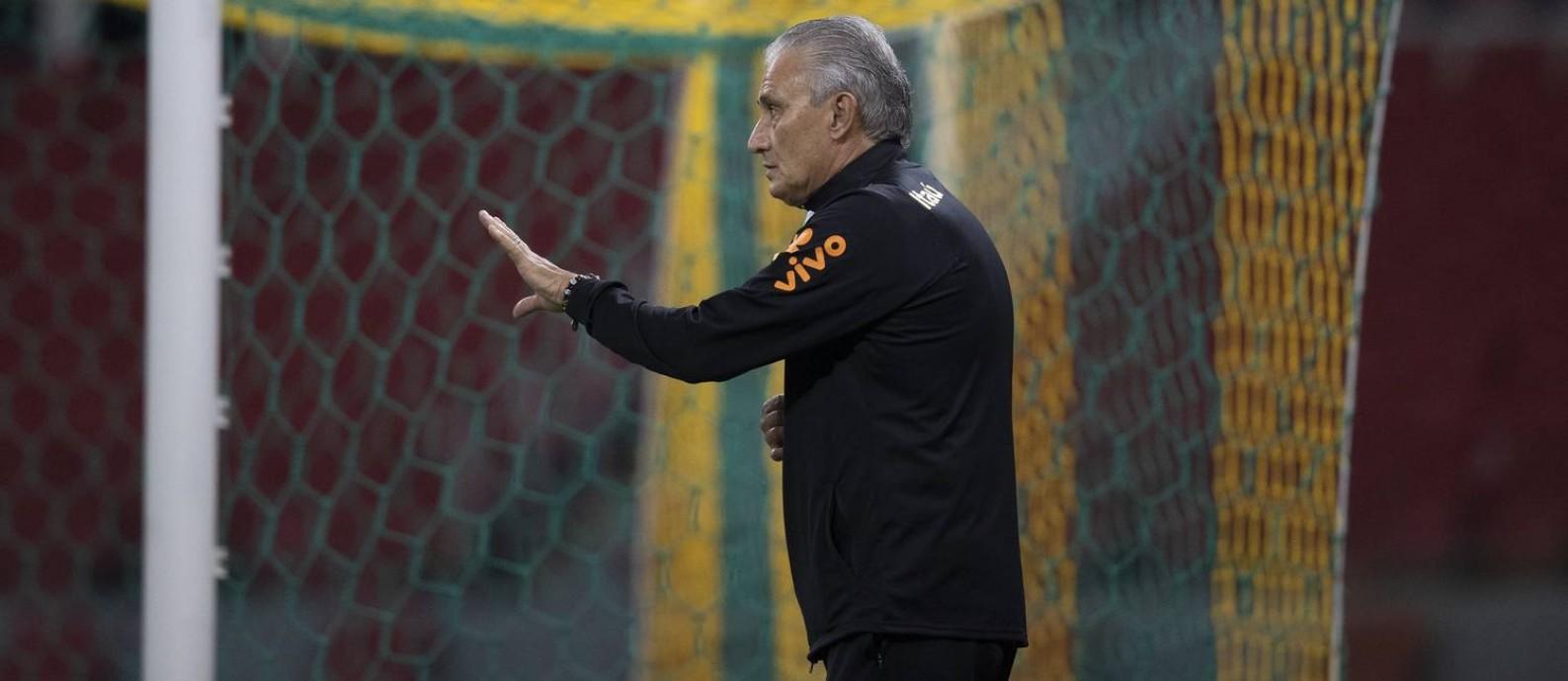 Tite, técnico da seleção brasileira, em treino no Beira-Rio Foto: Lucas Figueiredo/CBF/Divulgação