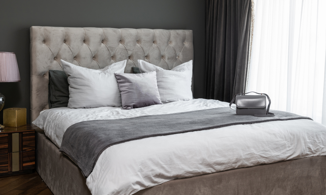 Como a cama costuma ser o elemento central, a decoração do quarto depende muito dela. Foto: Divulgação