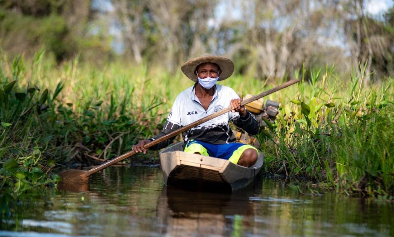José Orácio de Moraes, de 52 anos, conhecido como Juca, vive da pesca. Sustento da fampilia neste período só tem sido possível com auxílio emergencial, pago no ano passado, e o seguro defeso Foto: José Medeiros / Agência O Globo