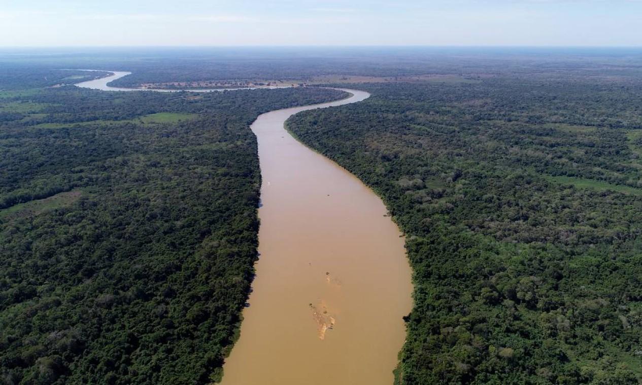 Vista aérea do rio Sao Lourenço, onde pescadores identificam escassez de peixe Foto: José Medeiros / Agência O Globo