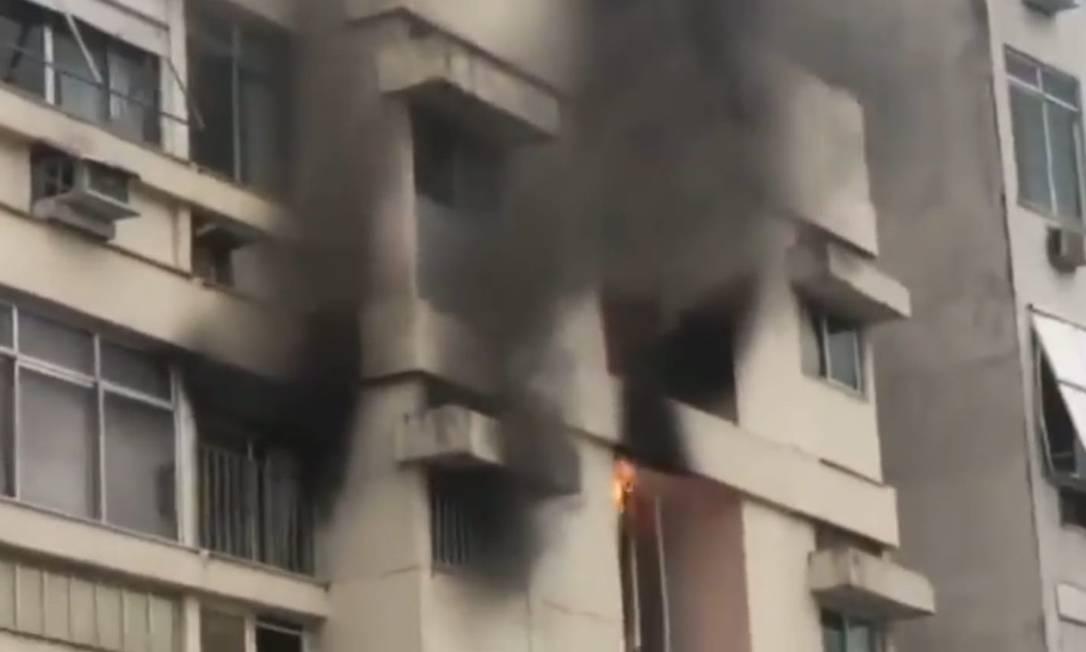 Apartamento pega fogo em Copacabana Foto: Reprodução