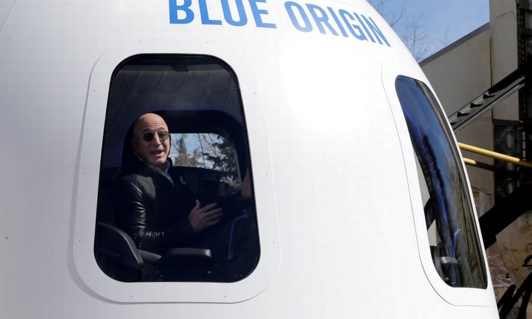 Fundador da Amazon e da Blue Origin, Jeff Bezos, fala à mídia sobre o foguete de reforço New Shepard e a maquete da Crew Capsule no 33º Simpósio Espacial em Colorado Springs Foto: Isaiah Downing/ 07/06/2021 / REUTERS
