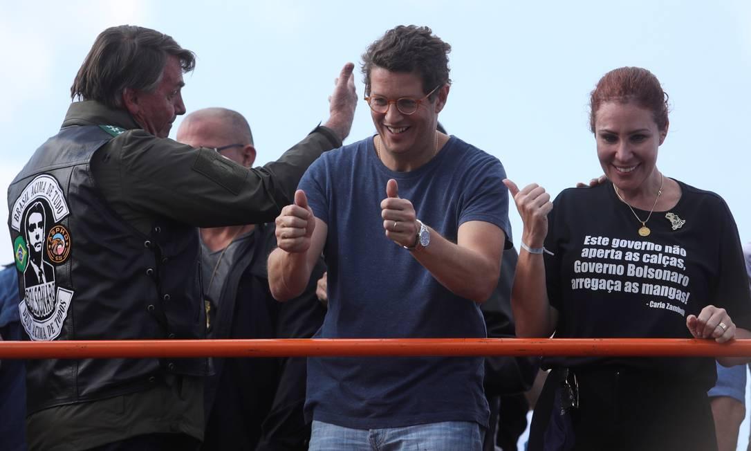 """Salles no palanque com Bolsonaro após a realização de """"motociata"""" em São Paulo. 12/6/2021. Foto: Amanda Perobelli / Reuters"""