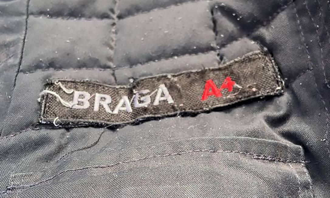 Polícia Civil apreendeu farda da PM com a inscrição 'capitão Braga', que seria uma referência ao sobrenome do miliciano Ecko Foto: Divulgação