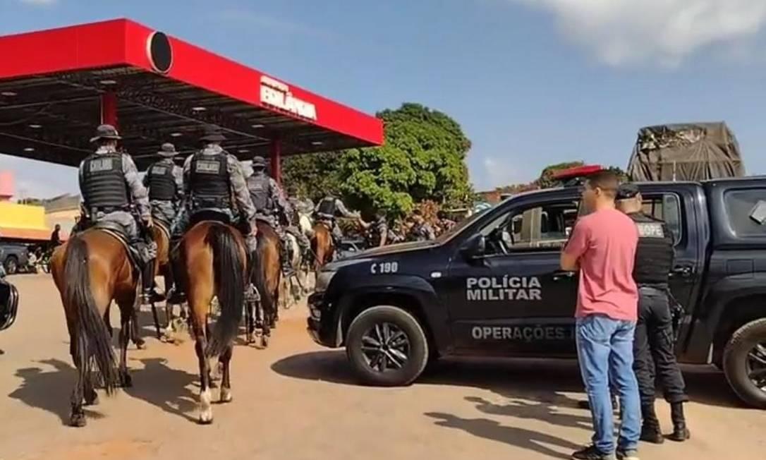 Policiais montaram bases de apoio em postos de combustíveis nas buscas por Lázaro Barbosa Foto: Reprodução