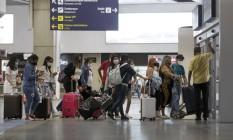 RI Rio de Janeiro (RJ) 02/06/2021 - Covid-19 - Movimento no aeroporto internacional Galeão Tom Jobim. Segundo passageiros não há barreiras sanitárias no desembarque. Foto de Márcia Foletto Foto: Márcia Foletto / Agência O Globo