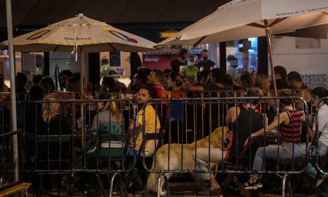 Rua Dias Ferreira, no Leblon, tem sido cenário de aglomeração em bares e restaurantes durante a pandemia Foto: Brenno Carvalho em 25-02-2021 / Agência O Globo