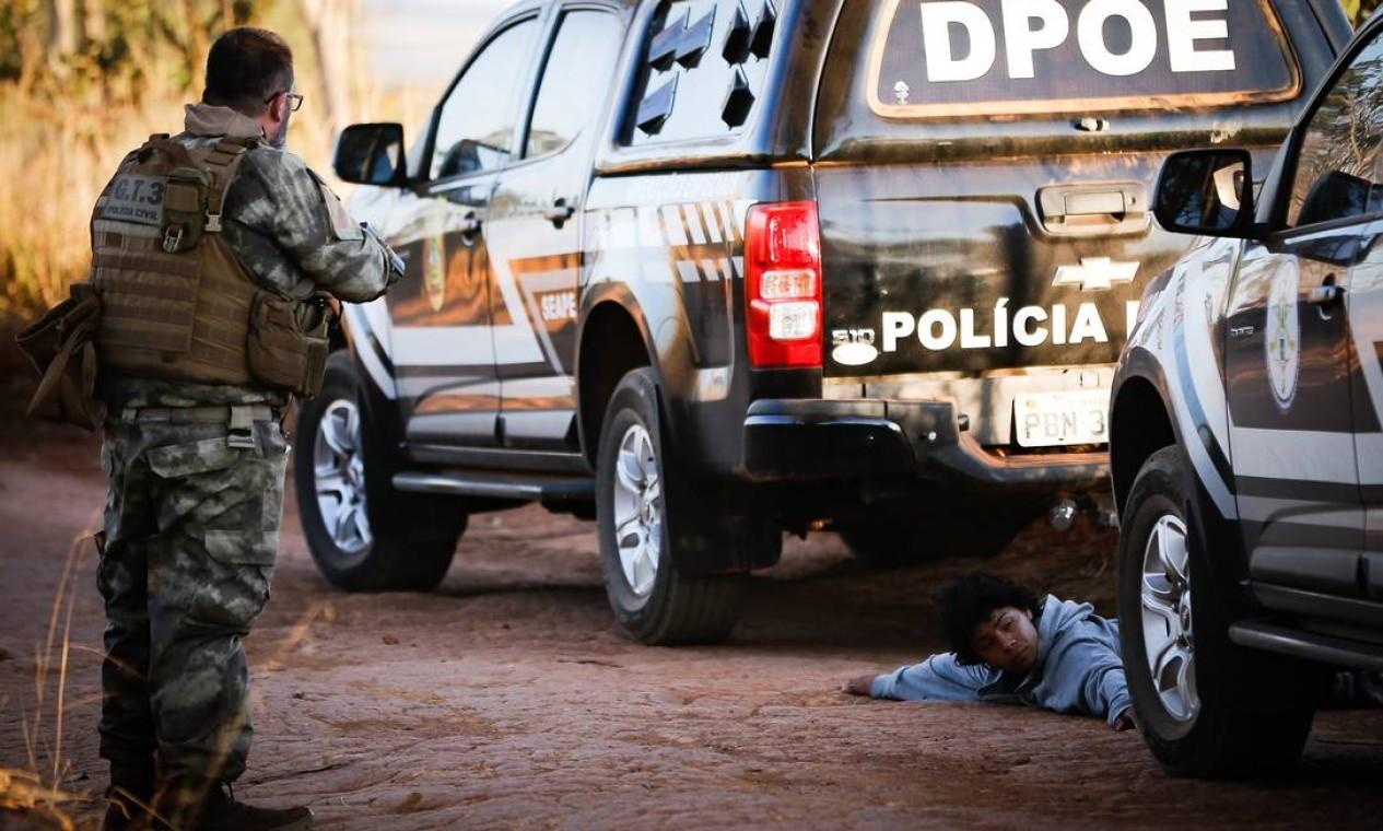 Polícia Militar de Goiás, do Distrito Federal e Rodoviária Federal fazem buscas na BR-070 Foto: Pablo Jacob / Agência O Globo