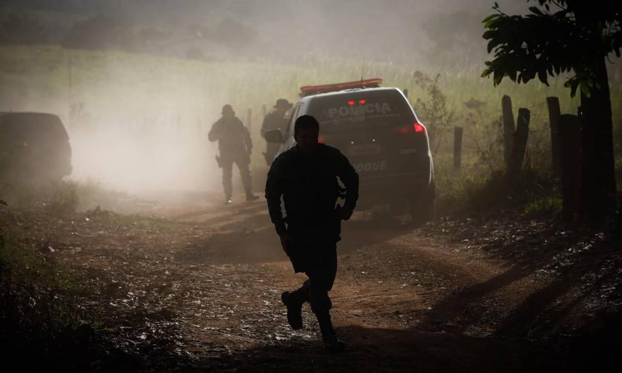 Caçada ao serial killer Lázaro Barbosa. Força-tarefa realizou uma nova operação na tarde desta sexta-feira (18), em Cocalzinho de Goiás, para tentar prender suspeito de assassinatos em série Foto: Pablo Jacob / Agência O Globo