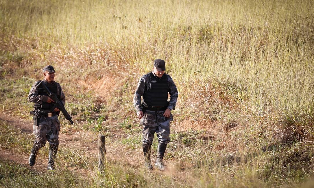 Policiais Militares de GO, do DF e PRFs fazem buscas na BR-070 por Lázaro Barbosa de Sousa Foto: Pablo Jacob / Agência O Globo