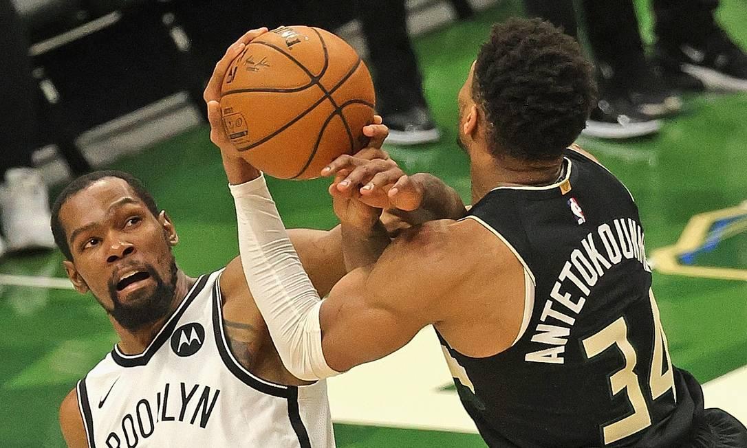 Brooklyn Nets, de Durant, decidem vaga na decisão com o Milwaukee Bucks, de Antetokounmpo Foto: JONATHAN DANIEL / AFP