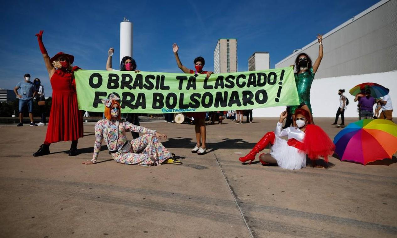 Bolsonaro vem enfrentando críticas por sua gestão da pandemia, incluindo a recusa inicial de ofertas de vacinas, como alertam os epidemiologistas Foto: Sergio Lima / AFP