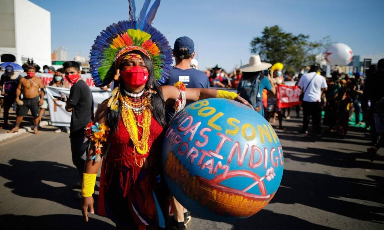 Manifestações deste sábado (19) reúnem membros de partidos de oposição e movimentos sociais contra a gestão da pandemia de COVID-19 pelo governo Bolsonaro. O Brasil, segundo especialistas, pode estar à beira de uma terceira onda de contágio Foto: Sergio Lima / AFP