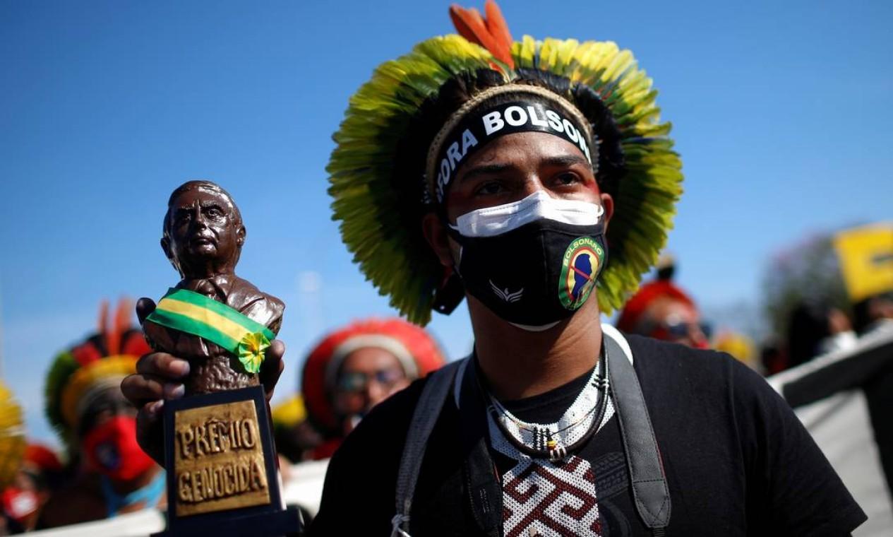 Manifestantes começaram a se reunir na manhã deste sábado em várias cidades do país e no exterior para protestar contra o governo Bolsonaro Foto: ADRIANO MACHADO / REUTERS