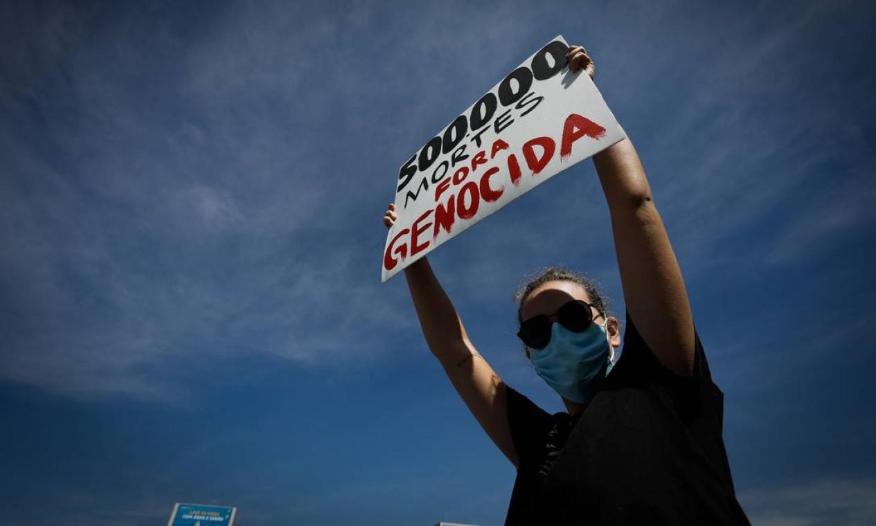 Manifestação na esplanada dos Ministérios, em Brasília. Atos pedem o impeachment do presidente da República Foto: PABLO JACOB / Agência O Globo
