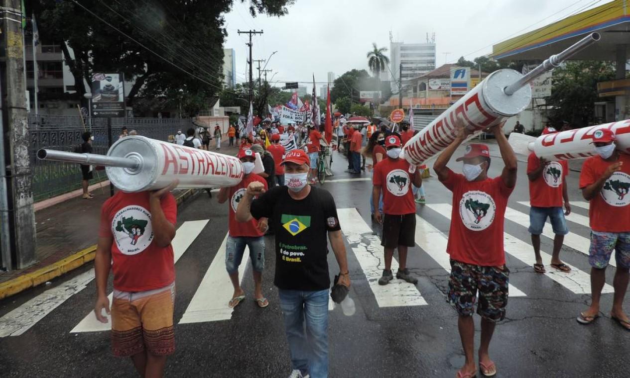 Ato Fora Bolsonaro, no Recife, pede a saída de Jair Bolsonaro, auxílio emergencial de R$600 e vacinas. Grupos se reuniram na Praça do Derby e saíram em caminhada pela Avenida Conde da Boa Vista Foto: Código 19 / Agência O Globo