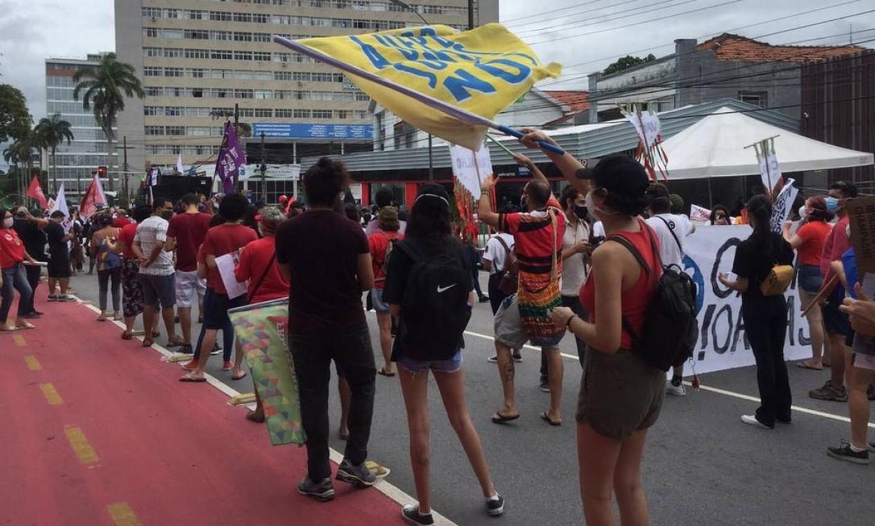 Em João Pessoa, Paraíba, manifestação começou em frente ao Liceu Paraibano, no Centro da cidade Foto: Lara Brito / G1