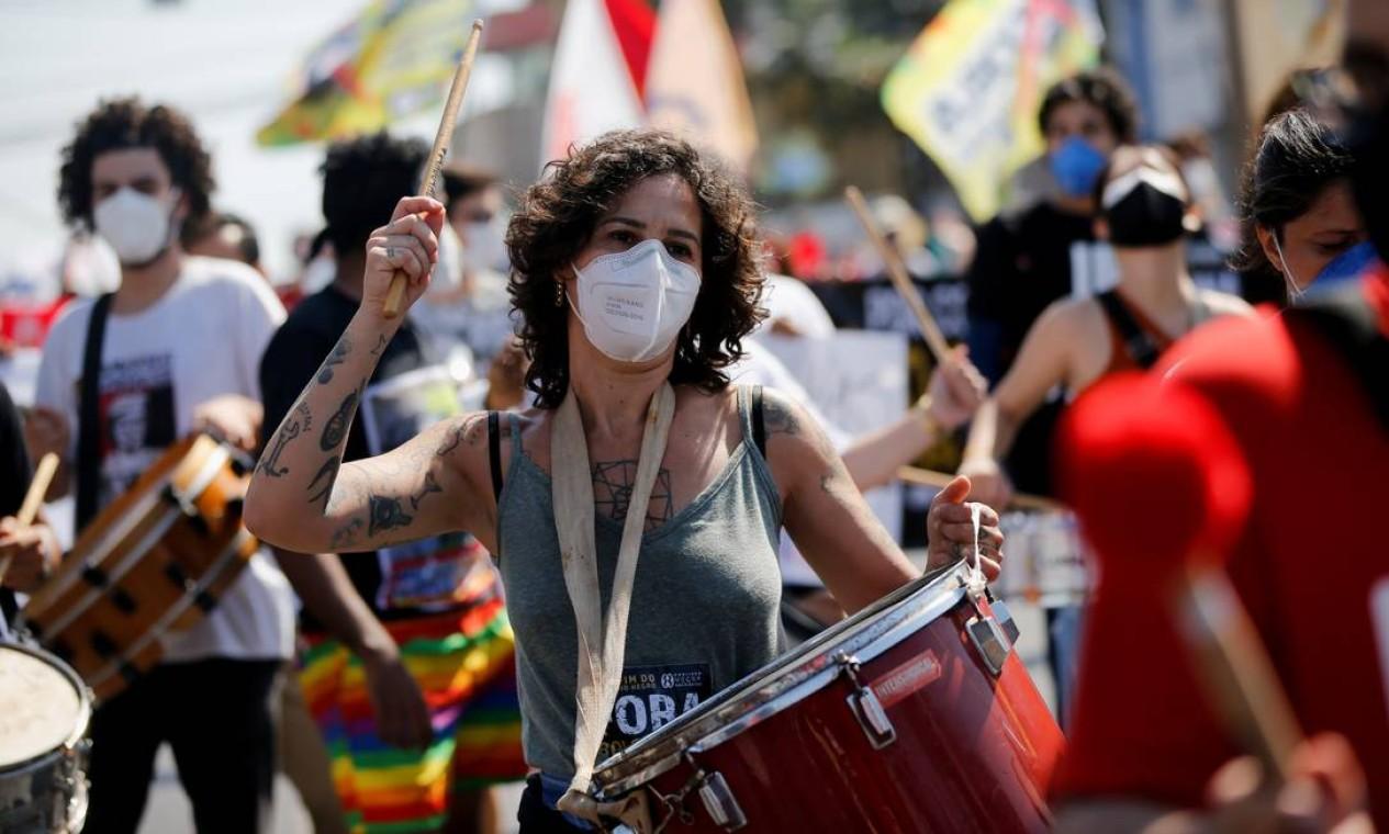 Pessoas participam de um protesto contra o presidente Bolsonaro em Cuiabá, Mato Grosso Foto: MARIANA GREIF / REUTERS