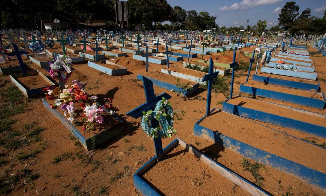 Sepulturas de vítimas da Covid-19 no Cemitério de Nossa Senhora em Manaus, em 19 de junho de 2021.O Brasil ultrapassou a marca de 500.000 vítimas do coronavírus Foto: MICHAEL DANTAS / AFP