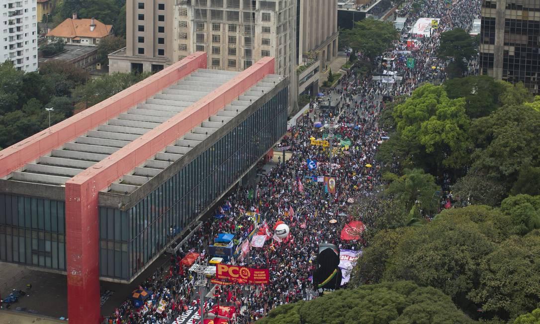 Manifestantes protestam contra Bolsonaro na AV. Paulista, em São Paulo Foto: Edilson Dantas / Agência O Globo