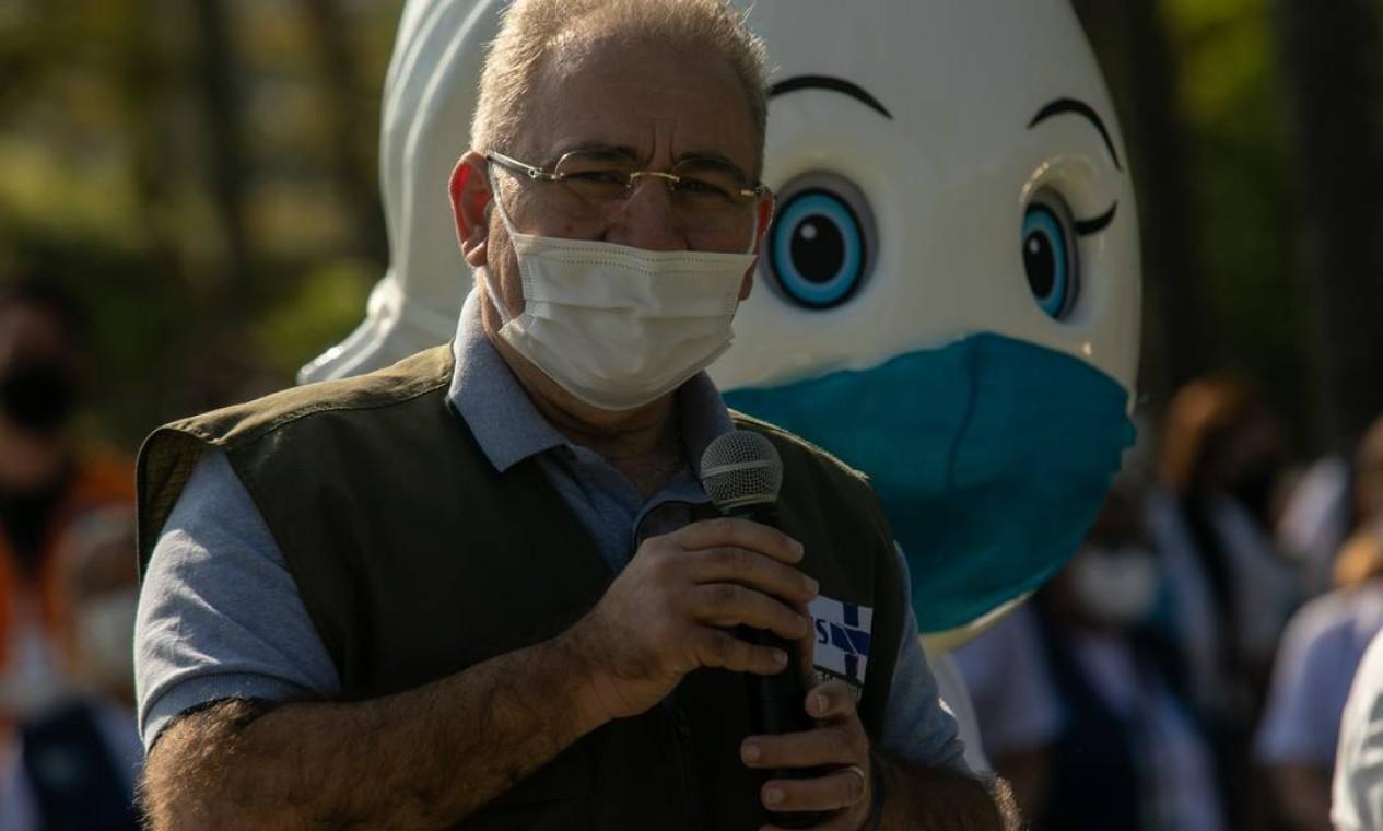 """Em seu discurso, Queiroga enalteceu a função do Sistema Único de Saúde (SUS) e salientou que a vacina é a """"esperança de pôr fim à pandemia"""", marcando uma mudança radical na postura do governo federal na condução da pandemia Foto: Brenno Carvalho / Agência O Globo"""