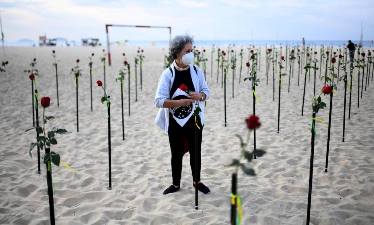 Iniciativa da ONG é em memória das mais de 500 mil vítimas da Covid-19 e em repúdio à forma como a pandemia vem sendo tratada pelas autoridades federais Foto: LUCAS LANDAU / REUTERS