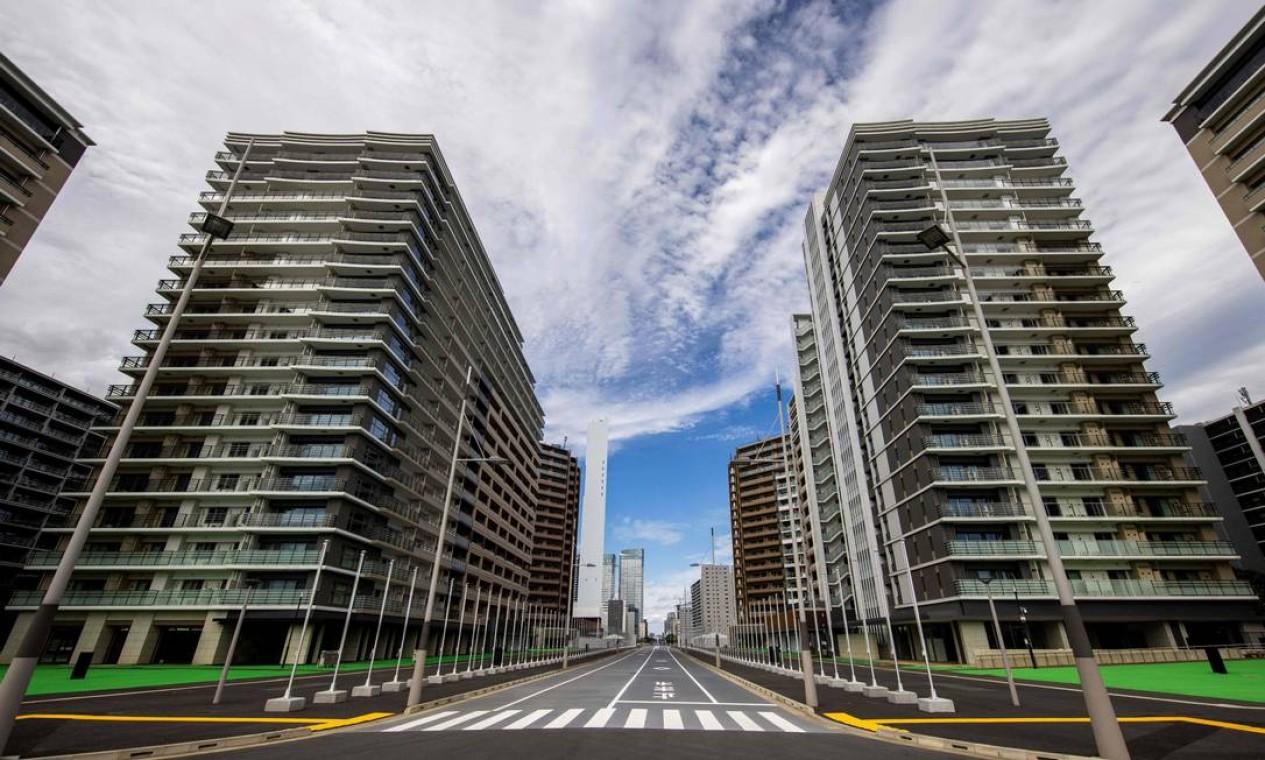 As ruas entre os prédios da vila olímpica de Tóquio Foto: BEHROUZ MEHRI / AFP