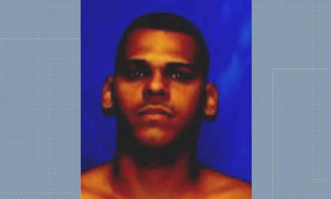 O alvo dos policiais é o traficante Fábio Sodré da Silva, conhecido como Cachorrão Foto: Reprodução