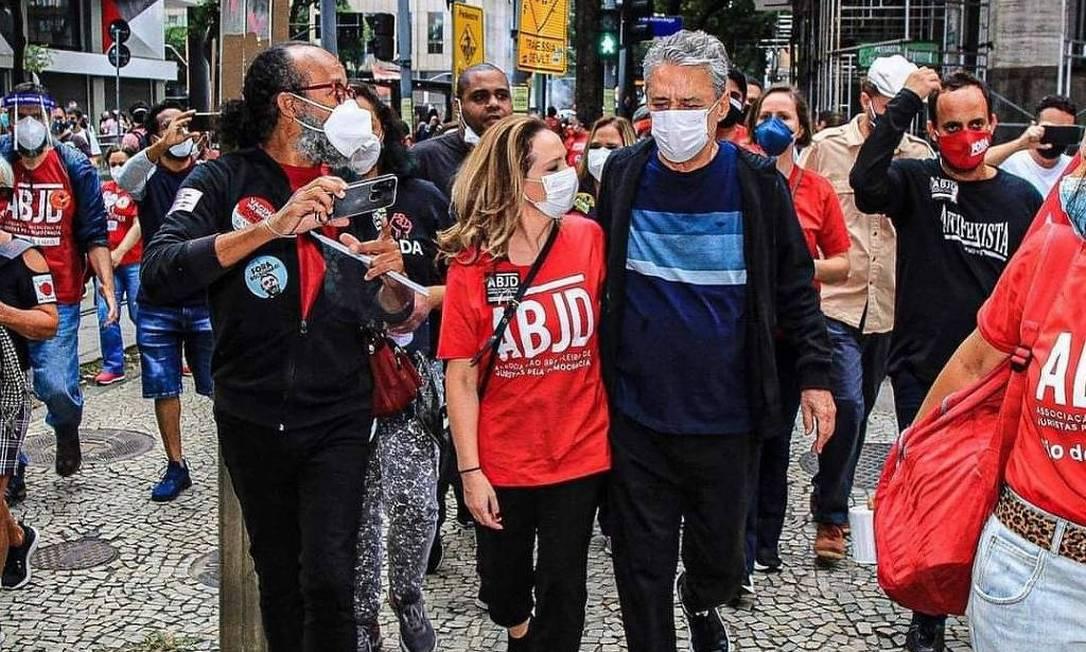 O músico Chico Buarque foi às ruas no dia do seu aniversário Foto: Reprodução