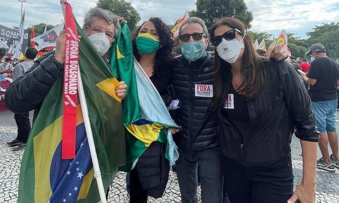 Paulo Betti, Dadá Coelho, Tony Belotto e Malu Mader durante ato contra Bolsonaro Foto: Reprodução