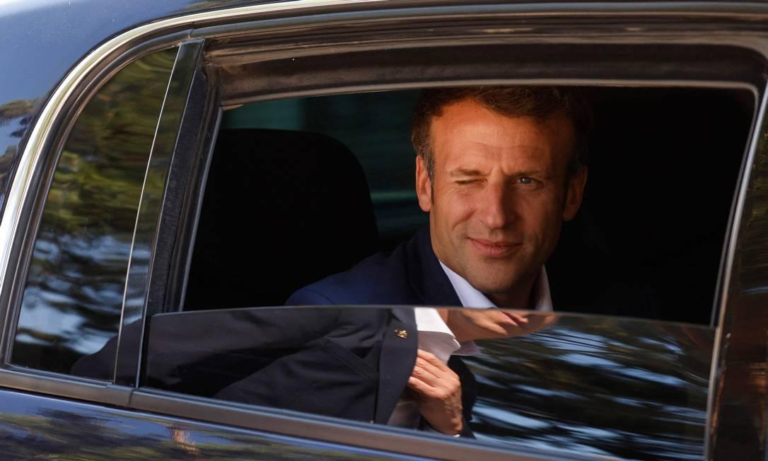 Presidente francês, Emmanuel Macron, deixa a casa de sua família em Le Touquet, após votar no primeiro turno das eleições regionais da França Foto: LUDOVIC MARIN / AFP/20/06/2021