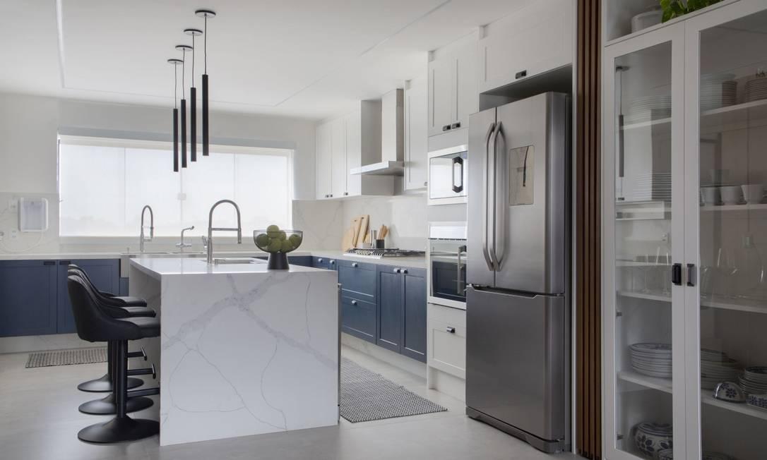 Cozinha com porta de correr de quatro lâminas Foto: Divulgação
