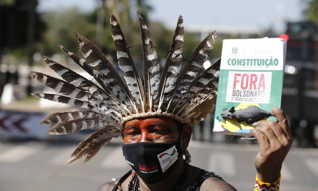 Polícia ataca manifestação pacífica dos povos indígenas contra a PL 490 que está sendo votada no anexo 4 na Câmara dos Deputados, em Brasília Foto: Pablo Jacob / Pablo Jacob