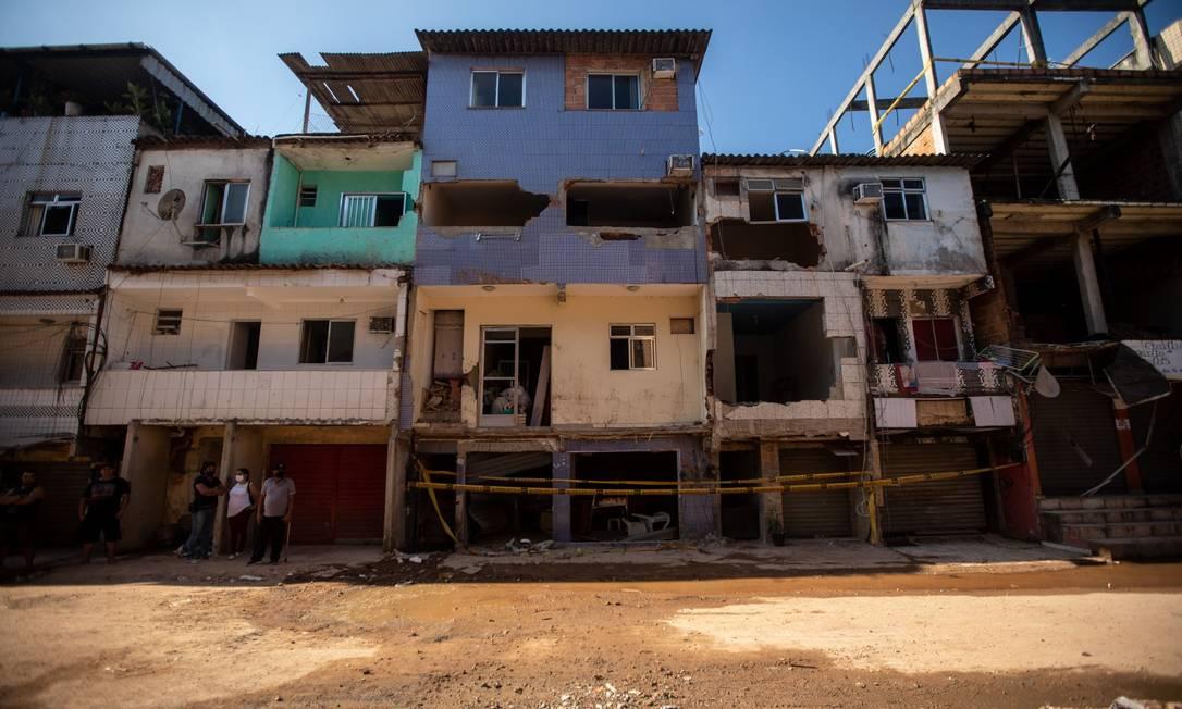 Rua das Uvas, onde prédio caiu há três semanas: construções foram interditadas e outras destruídas Foto: Brenno Carvalho em 5-6-2021 / Agência O Globo