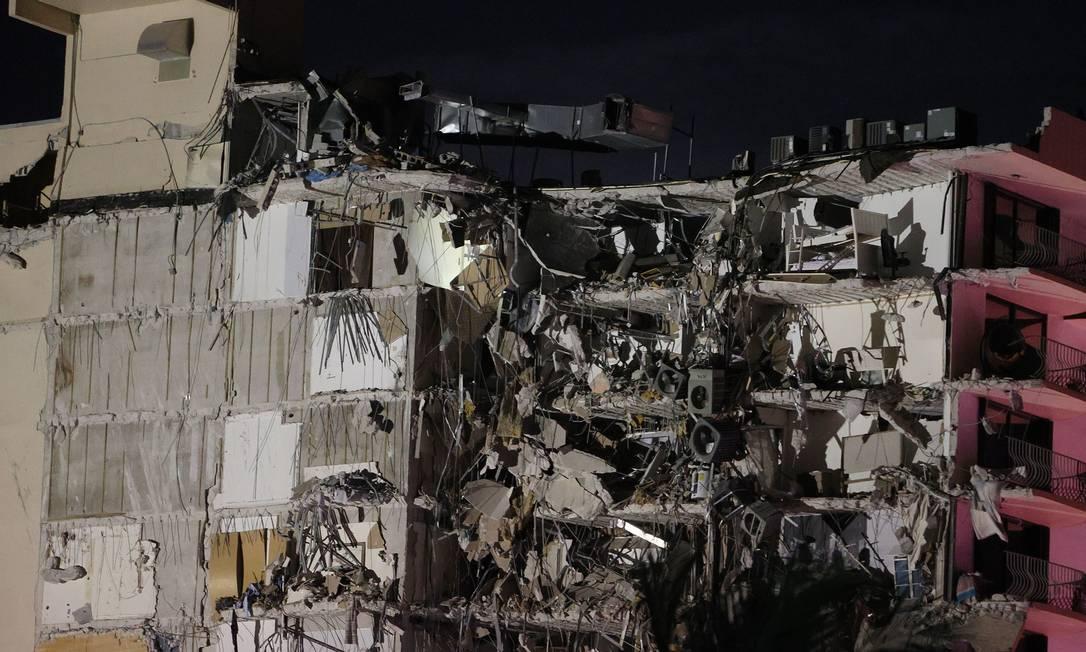 12-storey building collapses in Miami, Florida, USA Photo: JOE RAEDLE / AFP