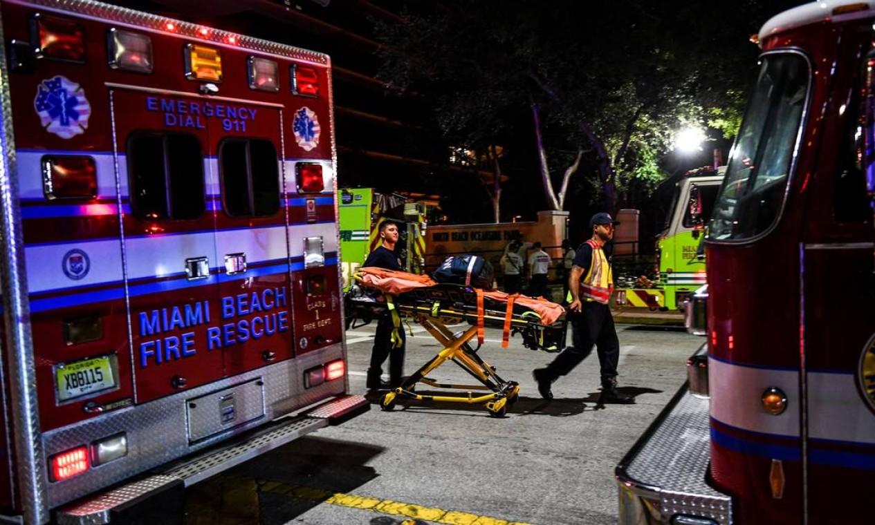 Segundo o Washington Post, ao menos dez pessoas foram resgatadas e levadas para os hospitais da região. Entre elas, um menino de cerca de dez anos Foto: CHANDAN KHANNA / AFP
