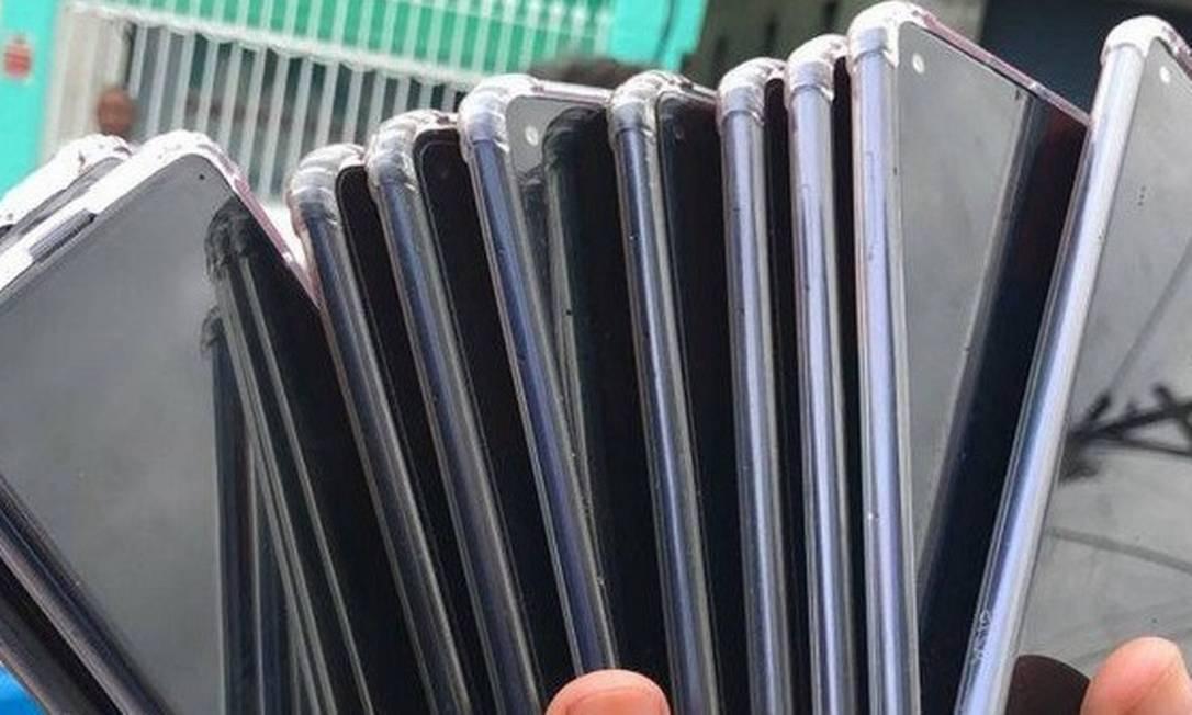 Celulares: medidas evitam roubos oriundos de golpes nos aparelhos e nos apps Foto: Agência O Globo