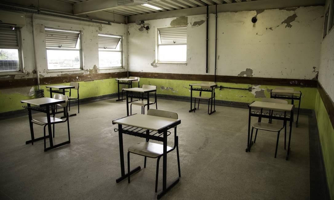 Reforma da Escola Municipal Adalgisa Nery, em Santa Cruz, Zona Oeste do Rio de Janeiro, durante pandemia da Covid-19 Foto: Gabriel Monteiro / Agência O Globo