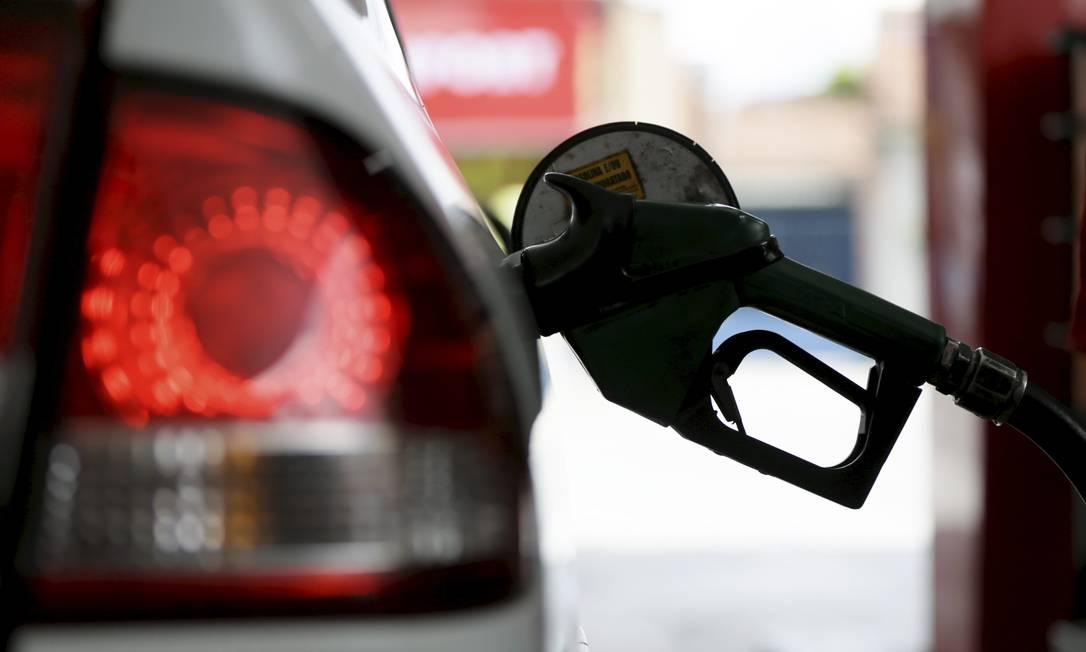 Postos poderão comprar etanol junto às usinas, sem necessidade de passar pelas distribuidoras, e vender combustíveis de qualquer marca Foto: Custódio Coimbra / Agência O Globo
