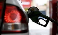 Alerj aprova lei que prevê desconto em IPA aos motoristas que apresentarem notas fiscais de abastecimento de combustível em postos no Rio Foto: Custódio Coimbra / Agência O Globo