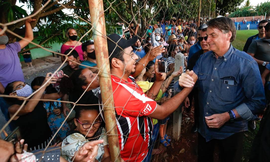 Bolsonaro causa aglomeração e não usa máscara em parada não programada na cidade de Terezópolis de Goias (GO) Foto: Alan Santos / PR - 09/06/2021