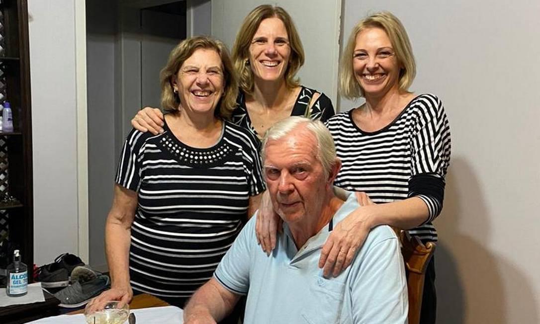 A professora Daniela Knauth com os pais e a irmã Foto: Arquivo pessoal