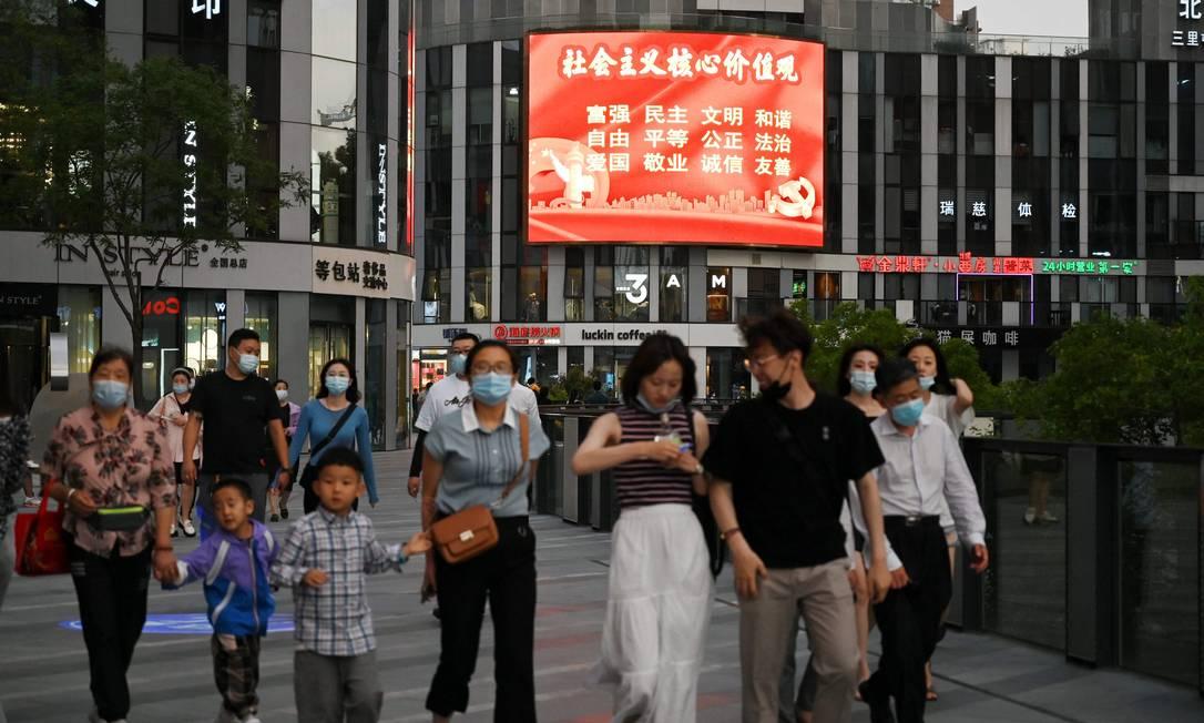 """Painel em shopping de Pequim com propaganda que exalta os """"valores do socialismo"""", entre eles """"prosperidade"""", """"harmonia"""" e """"patriotismo"""" Foto: GREG BAKER / AFP"""