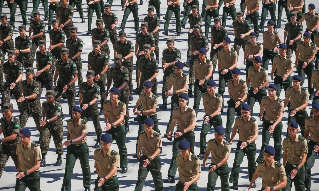 Oficiais do Exército na Academia Militar das Agulhas Negras, em Resende Foto: Agência O Globo/Marcelo Régua/31-5-2019
